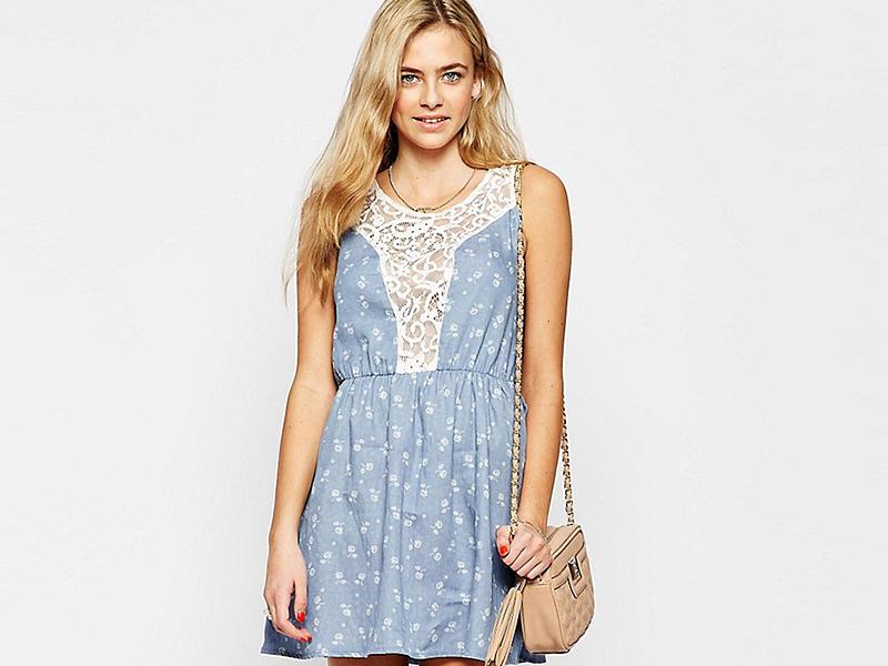 394278911cf Джинсовое платье с кружевом  актуальная