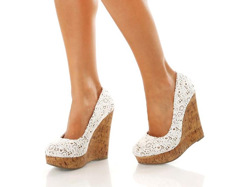 82db4f052 Для тех, кто неуверенно чувствует себя на шпильках, стоит обратить внимание  на обувь на танкетке. Для создания летних и романтичных образов идеально ...