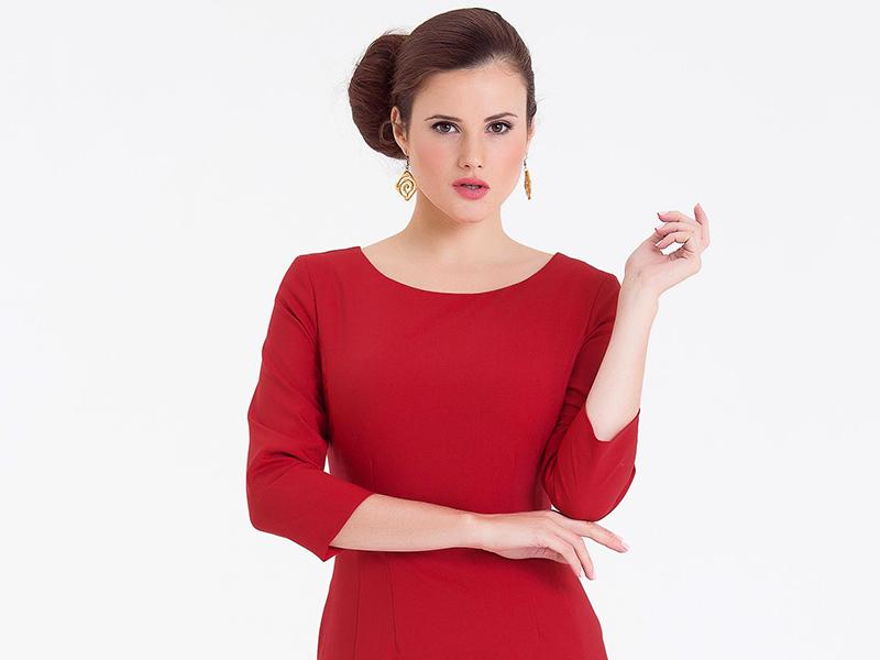 fa97669af75a Универсальное красное платье-футляр   Мода от Кутюр.Ru