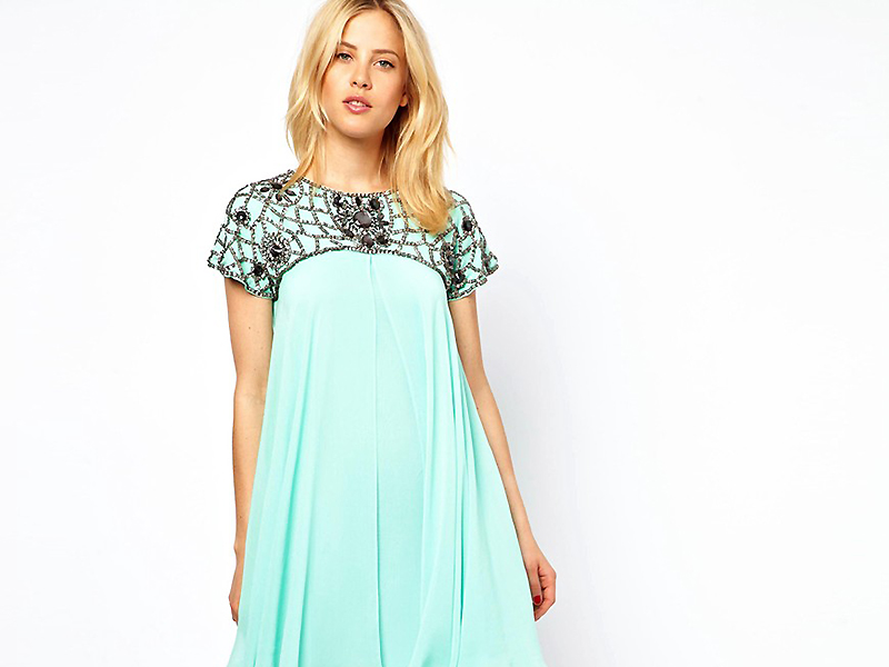 08063b57608 ... чтобы выглядеть стильно и модно  Стилисты дают на этот вопрос  однозначный ответ – расклешенные платья. Такая одежда позволяет женщинам с  любыми формами ...