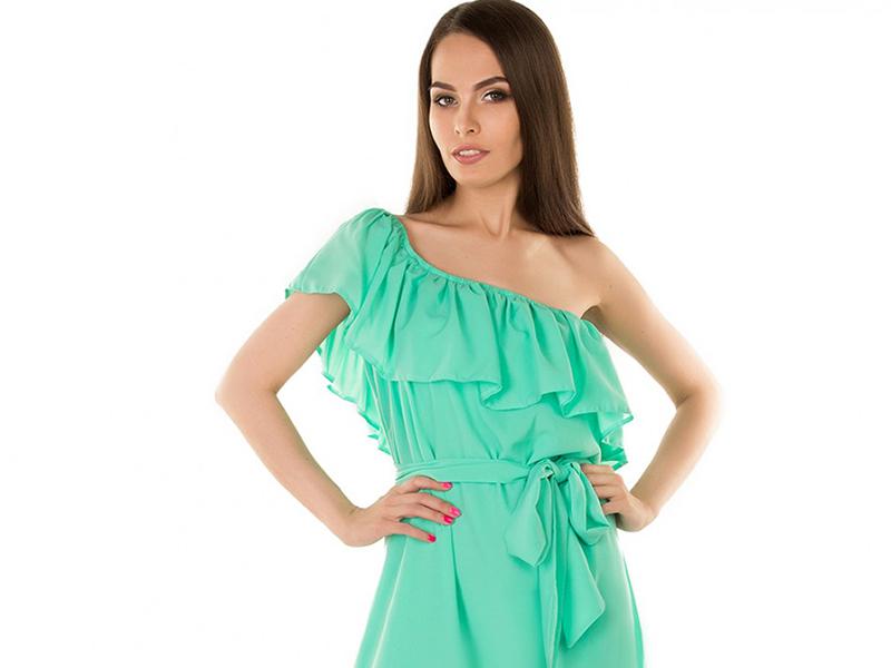 bb3e28214 Платье с воланами разных форм и длины помогает корректировать фигуру, умело  скрывая мелкие недостатки и предъявляя достоинства.