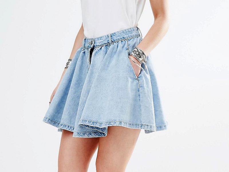 08b65f22d96 Всеми любимая джинсовая юбка-солнце – самая распространенная одежда для  молодежи. Она представляет собой круг с отверстием определенного диаметра.