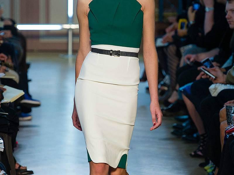 s44464594 Модные юбки карандаш 2019-2020: тенденции, идеи, с чем носить, фото стильных образов с юбкой карандаш
